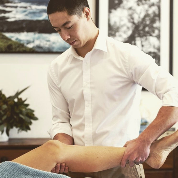 Osteopath and knee pain